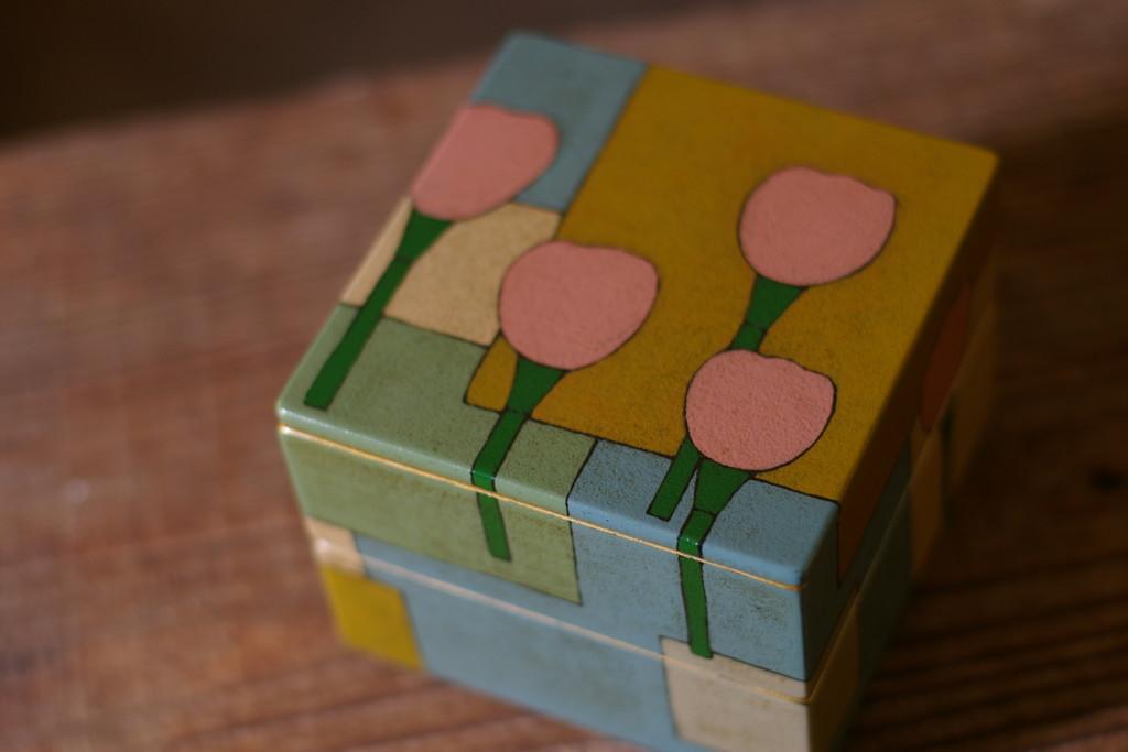 チューリップの漆二段小箱